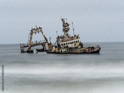 Foto op Canvas Schipbreuk Shipwreck on the Skeleton Coast