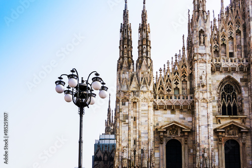 In de dag Milan Milan Cathedra, Domm de Milan is the cathedral church, Italy
