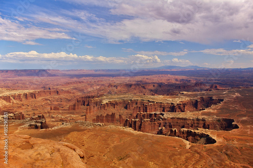 In de dag Oranje eclat Aerial view of steep canyons from the top of a high mesa, Canyonlands National Park, Utah, USA