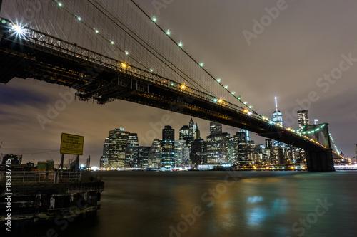 Tuinposter Brooklyn Bridge Ponte di Brooklyn di sera
