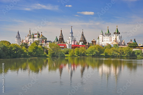 Foto op Aluminium Moskou Moscow. The view of the pond and the Kremlin in Izmailovo