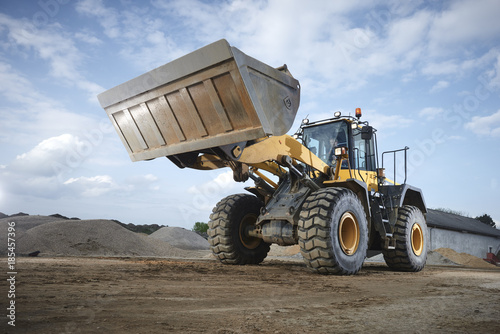 Aluminium Trekker Excavator moving sand