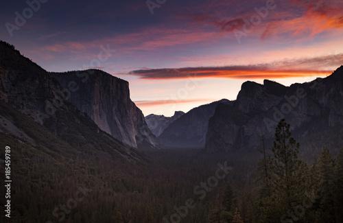 Fotobehang Grijze traf. Yosemite Tunnel View