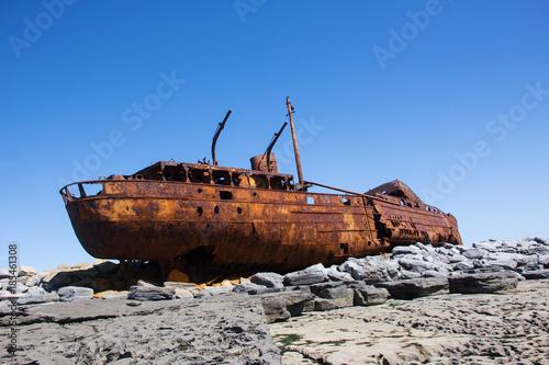 Foto op Plexiglas Schipbreuk Schiffswrack auf Inisheer - Irland