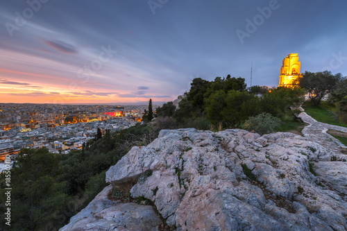 Foto Murales View of Athens and Filopappos monument early in the morning, Greece.