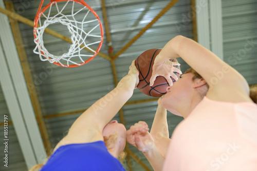Fotobehang Basketbal Women aiming for basketball net