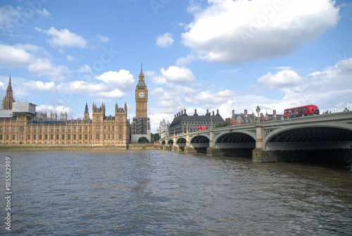 Foto op Aluminium Londen Westminster bridge with red bus, Palace of Westminster and Big Ben