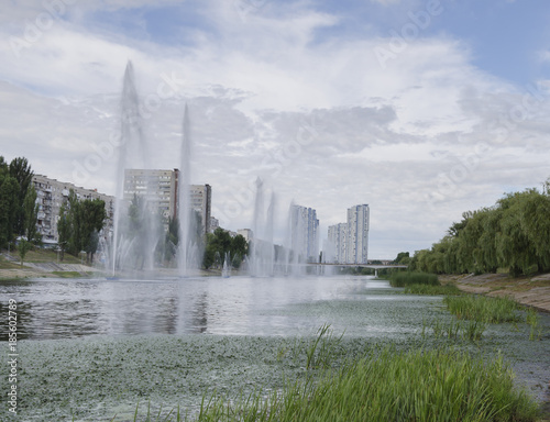 Foto op Plexiglas Kiev beautiful fountains in the pond