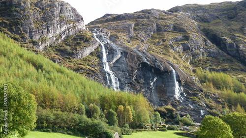 Fotobehang Pistache Irland, Gleninchaquin, Torfmoor, Seen, Berge, Landschaft, mystic landscape