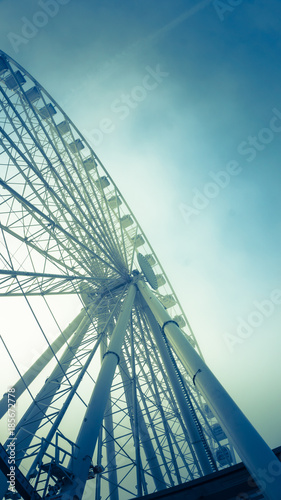 Aluminium Amusementspark Ferris Wheel with color tone - Angle 04