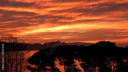 Fotobehang Oranje eclat red clouds at sunrise