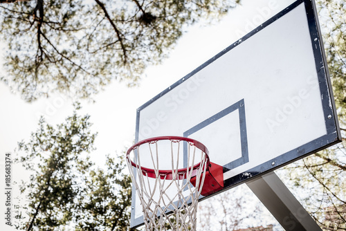 Fotobehang Basketbal Low angle view basketball hoop