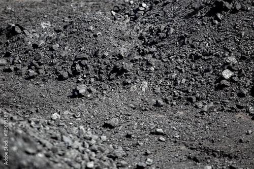 In de dag Stenen Coal pile.