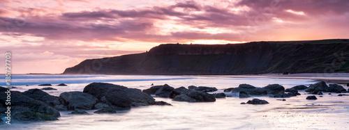 Foto op Plexiglas Lichtroze Rocky Beach sunrise near Scarborough, North Yorkshire, England
