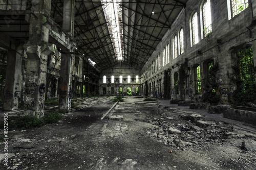 Fotobehang Oude verlaten gebouwen All'interno dell'EX Zuccherificio Eridania, Forlì 4