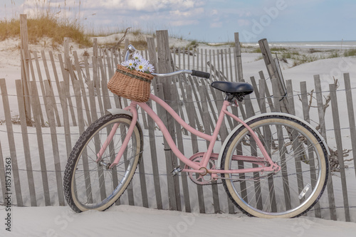 In de dag Fiets Pink bicycle on beach dunes in summer sun