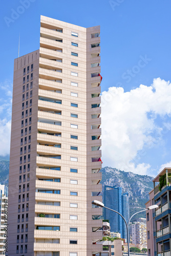 Foto op Plexiglas Las Vegas Daylight view to tall hotel building from bottom