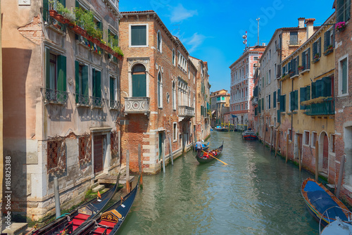 Foto op Plexiglas Havana Traditional narrow canal street with gondolas and old houses in Venice, Italy. Architecture and landmarks of Venice. Beautiful Venice postcard.