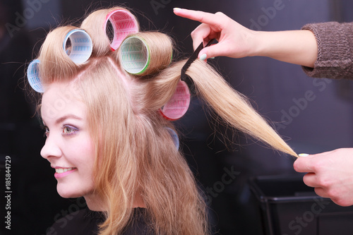 Deurstickers Kapsalon Beautiful blond girl hair curlers rollers hairdresser beauty salon