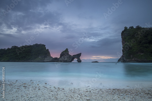 Fotobehang Ochtendgloren sunrise atuh beach, nusa penida island, bali, indonesia