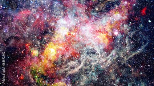 kosmiczne-chmury-mgla-na-jaskrawych-kolorowych-tlo-elementy-dostarczone-przez-nasa