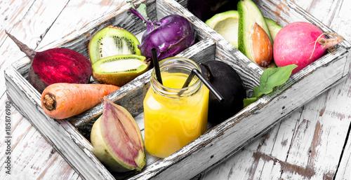 Foto op Plexiglas Sap Freshly squeezed vegetable juice