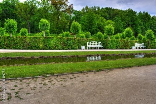 Foto Murales Gartenpark mit Sitzbänken
