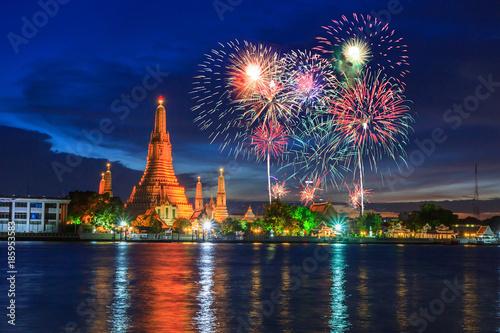 Aluminium Thailand firework with Big pagoda of Wat Arun Ratchawararam Ratchawaramahawihan public landmark of Bangkok