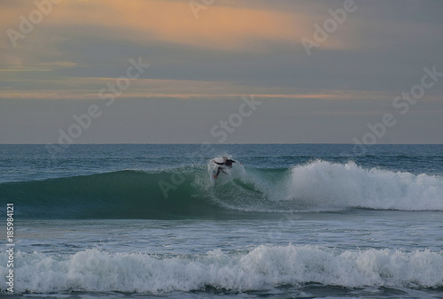 surfing - 185984121