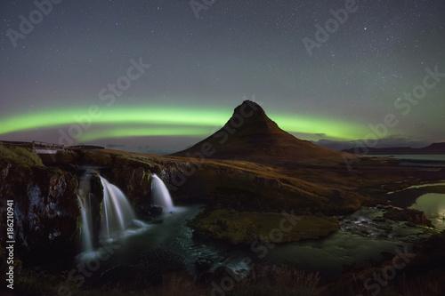 Fotobehang Noorderlicht Aurora Borealis at Kirkjufellsfoss in Iceland