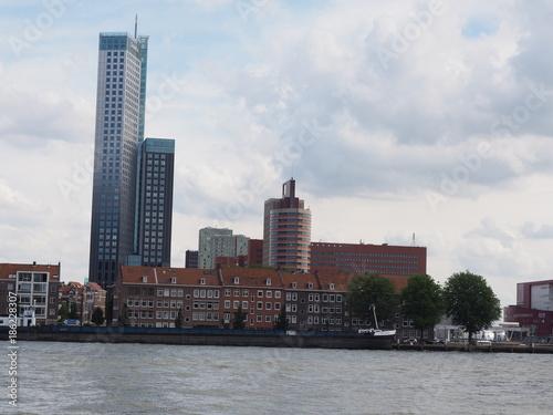 Fotobehang Rotterdam Rotterdam – Silhouetten und Stadtansichten der Hafenstadt in der niederländischen Provinz Südholland