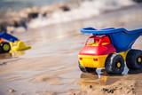 giocattoli su spiaggia