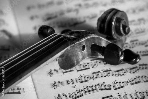 violin-and-music