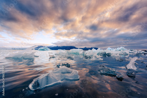 Foto auf Acrylglas See sonnenuntergang Icebergs in Jokulsarlon glacial lagoon. Vatnajokull National Park, southeast Iceland, Europe.
