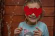 Kind mit Herzen