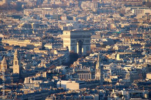 Fotobehang Parijs Top view on the Parisian Arc de Triomphe