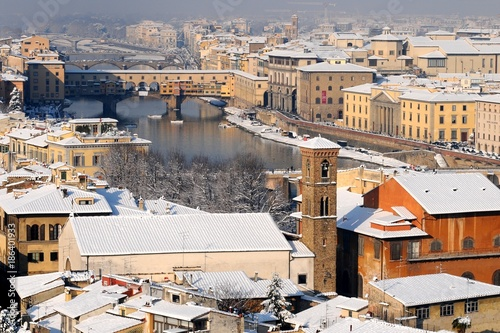 Fotobehang Florence The famous Old Bridge in Florence after a snowfall in winter. Italy.