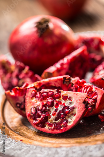 Foto Murales Pomegranate. Pieces of frest pomegranate on plate