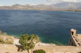 Corsica, 01/09/2017: il Mar Mediterraneo e le antiche mura della Cittadella arroccata di Calvi, famosa meta turistica sulla costa nord-occidentale dell'isola