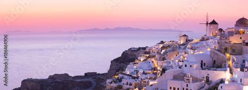 Foto auf Acrylglas See sonnenuntergang The famous sunset at Santorini in Oia village