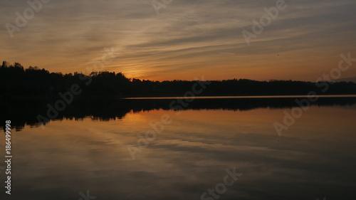 Foto op Canvas Grijze traf. Colori del tramonto sul lago