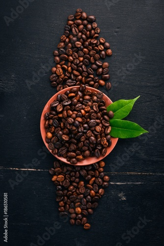 Coffee beans. On a wooden background. Top view. Copy space. - 186510581