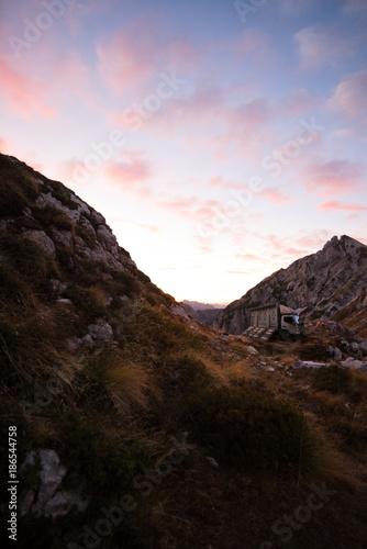 Fotobehang Zwart mountain truck