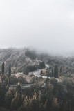 foschia sulle colline in toscana