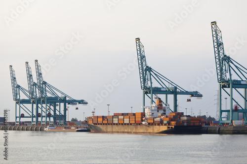 In de dag Antwerpen Docked Container Ship In Harbor