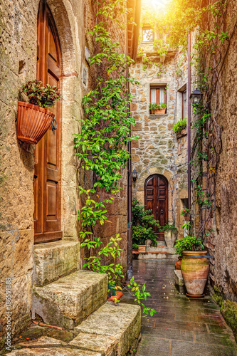 Fotobehang Toscane Alley in old town, Pitigliano, Tuscany, Italy