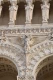 Détails de la façade de la Cathédrale Notre-Dame de Fourvière (Lyon)  - 186720347