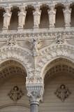 Détails de la façade de la Cathédrale Notre-Dame de Fourvière (Lyon)  - 186720349