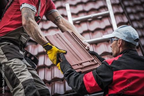 Foto op Canvas Snelle auto s Red Roof Tiles Installation
