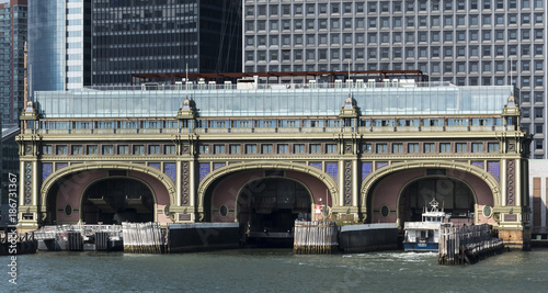 Foto op Plexiglas New York TAXI Battery Maritime Building from the water in New York City